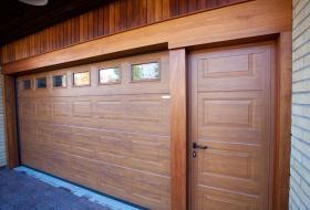 Crawford garageport med skild gångdörr